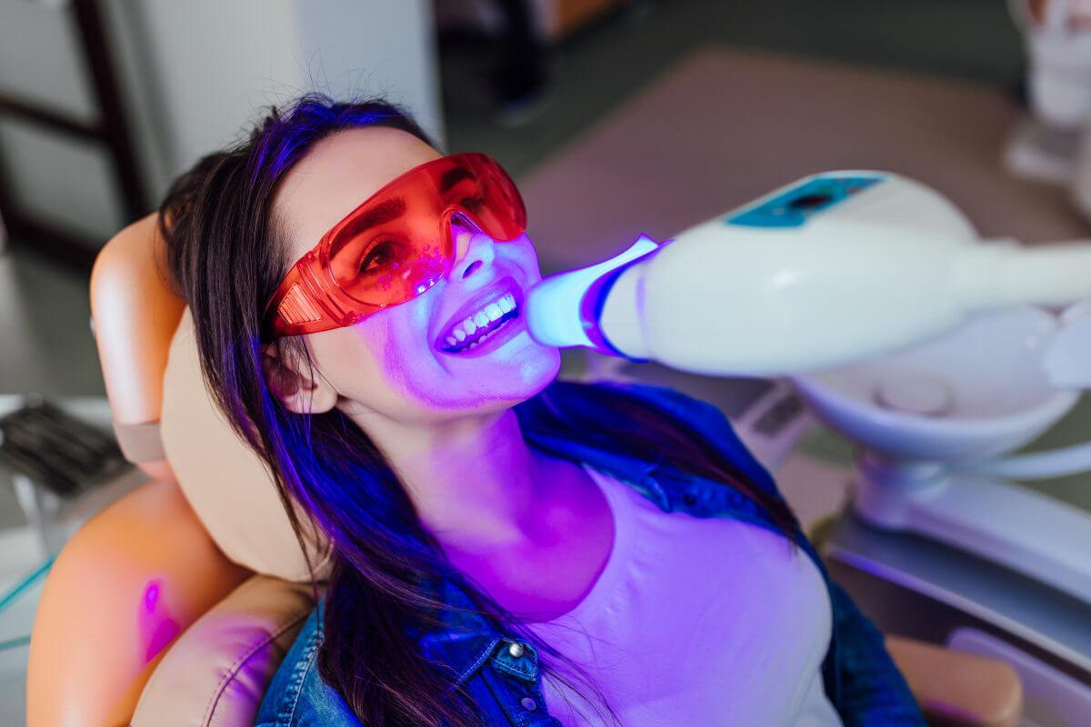 Zahnaufhellung beim Zahnarzt