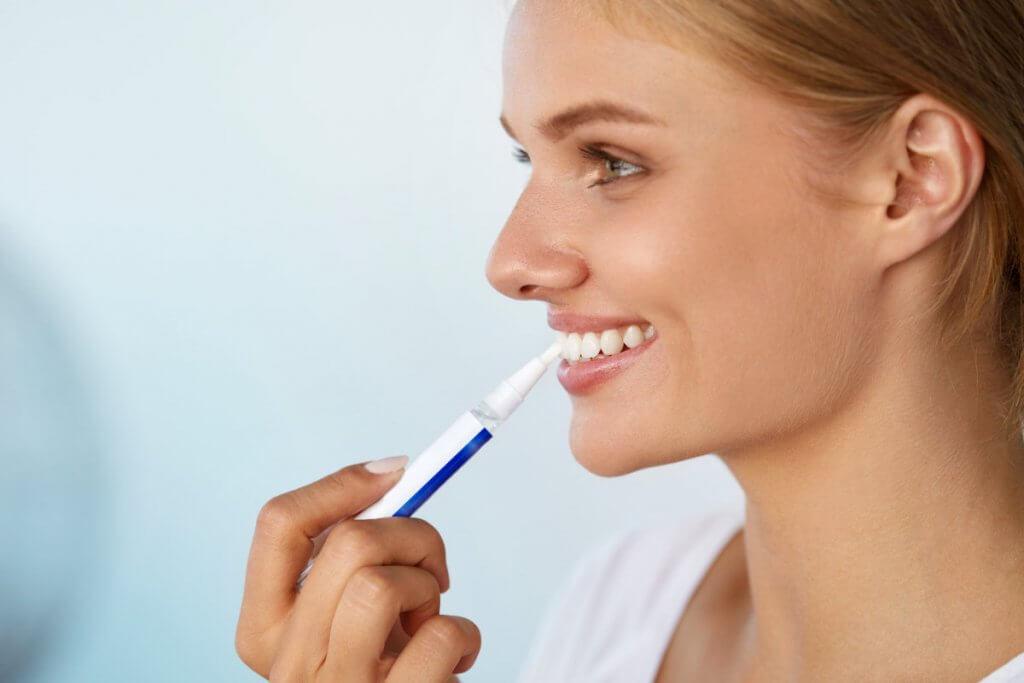 Zahnaufhellung – Wie funktionieren Whitening Pens